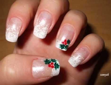 uñas decoradas de Navidad acebo