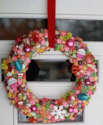 Adornos de navidad hechos con chuches - Adorno puerta navidad ...