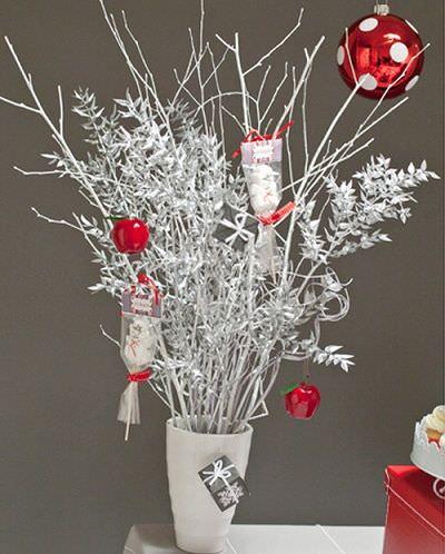 Centros de navidad for Decoracion con ramas secas