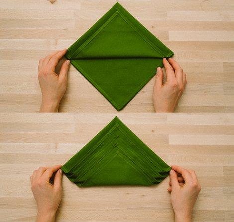 servilleta con forma de árbol para decorar la mesa de navidad triángulo