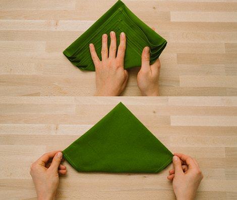 servilleta con forma de árbol para decorar la mesa de navidad vuelta