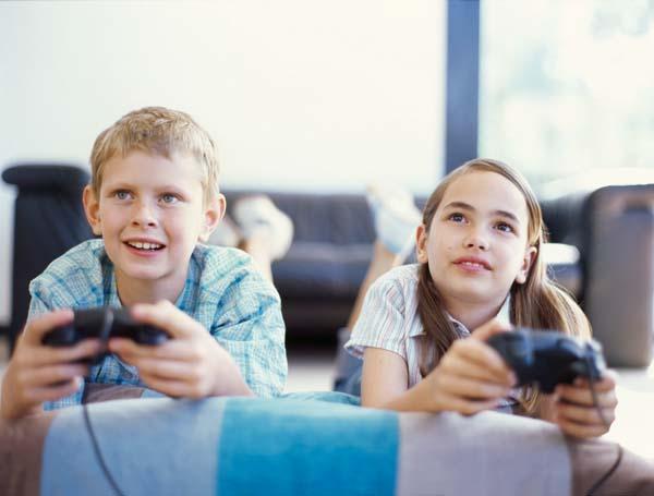 ninos-jugando-a-la-videoconsola